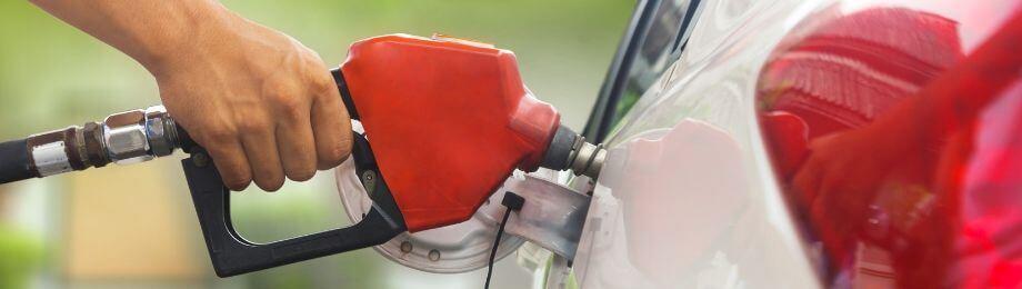 Tanka bilen billigare med bensinkort